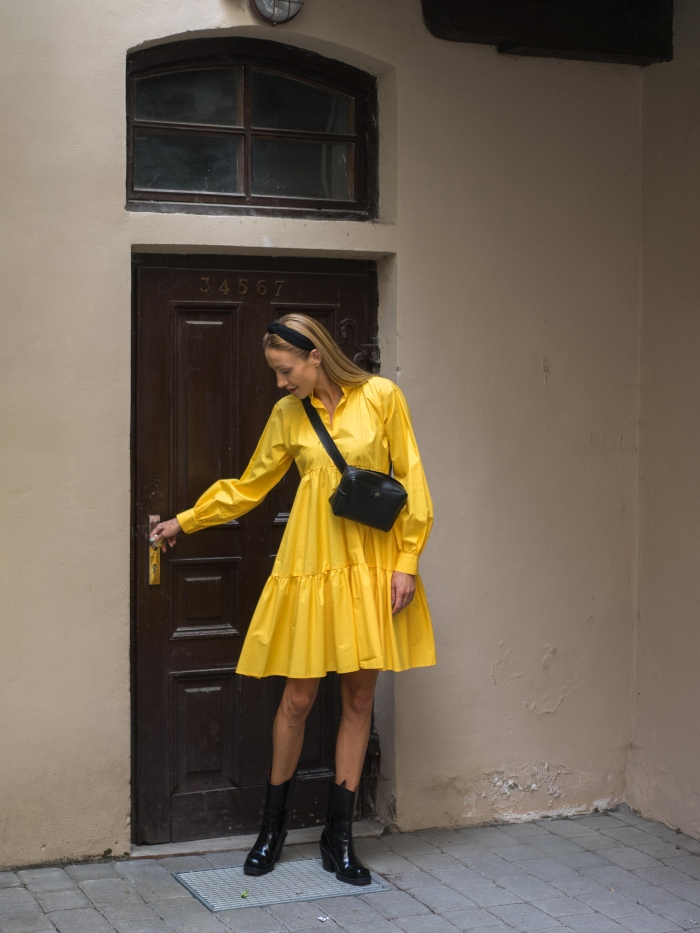 Universalaus dydžio geltona suknelė
