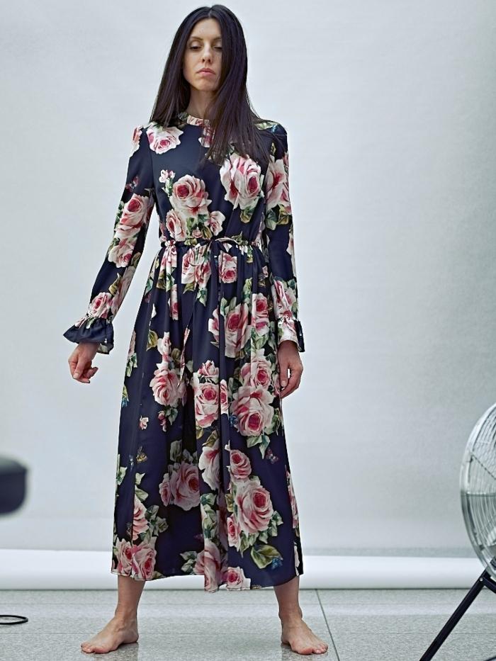 Natūralaus šilko suknelė Rožės
