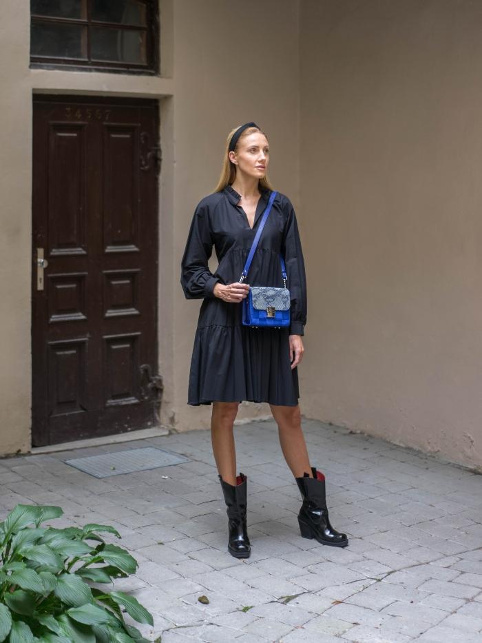 Universalaus dydžio juoda suknelė
