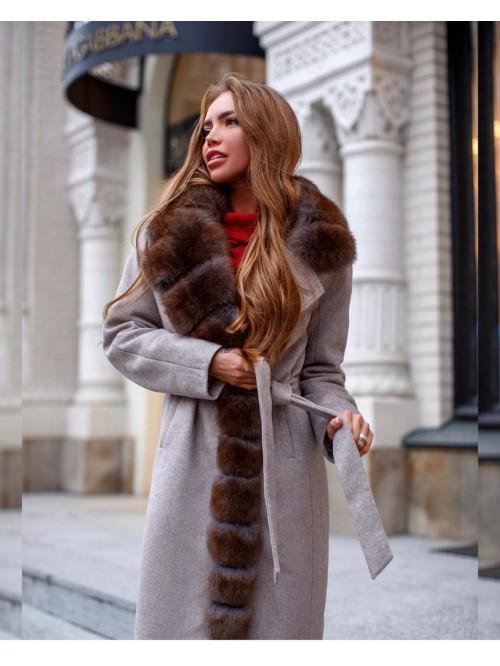 Vilnos paltas dekoruotas kailiu